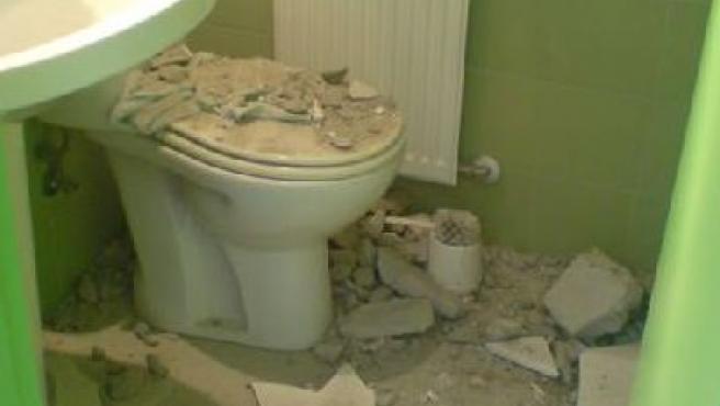 Un cascote de obra pudo ser la causa del pequeño derrumbe.