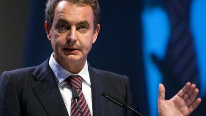 El presidente del Gobierno, José Luis Rodríguez Zapatero, durante su intervención en el X Congreso Nacional de la Empresa Familiar.