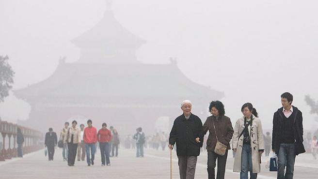 La visibilidad en el centro de Pekín se ha reducido a menos de 200 metros (EFE/ DIEGO AZUBEL)