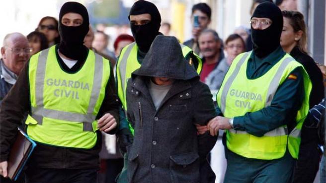 Momento de la detención de los islamistas. Felix Ordóñez / Reuters.