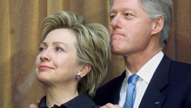 Bill Clinton junto a su mujer Hillary en enero de 2001.