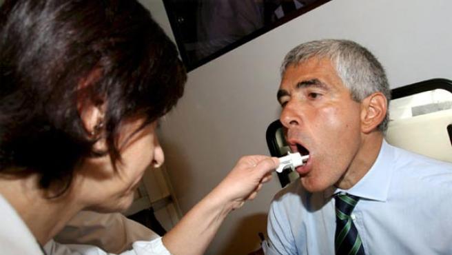 Imagen de una muestra de saliva (Efe)