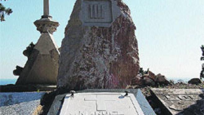 Tomba feta per M. Carrasco Formiguera d'Ildefons Cerdà (creador de l'Eixample) i amb un epitafi sentit (N. Bonet).