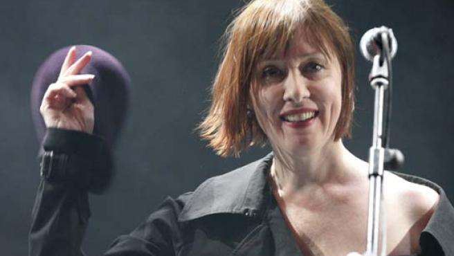 Susanne Vega, durante su espectáculo 'Beauty & crime', en un teatro madrileño. (Bernardo Rodríguez / EFE).
