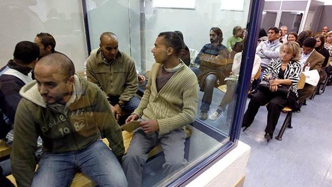 Los acusados, en el interior de su recinto de seguridad en las instalaciones de la Audiencia Nacional de la Casa de Campo, escuchan la lectura de la sentencia del juicio por los atentados del 11-M.