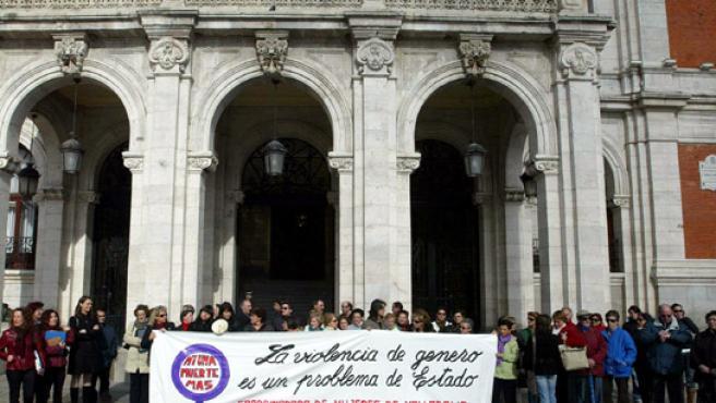 Las personas concentradas en la Plaza Mayor.