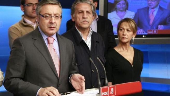 El secretario de organización del PSOE, José Blanco, durante una rueda de prensa posterior a la reunión de la comisión permanente de la ejecutiva del PSOE.