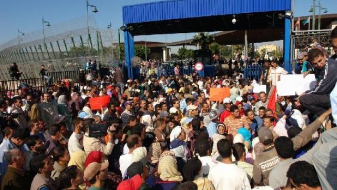 Protestas en la frontera de Melilla. MOURAD BORJAA / EFE