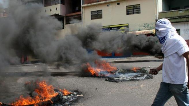 Al menos 6 estudiantes heridos y 30 detenidos en las protestas. (EFE)