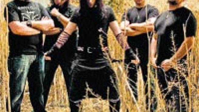 Los chicos de Skizoo lucen una estética acorde con su rock oscuro y duro.