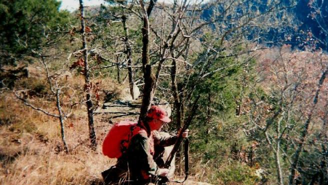 Un cazador, en plena jornada, en una foto de archivo.