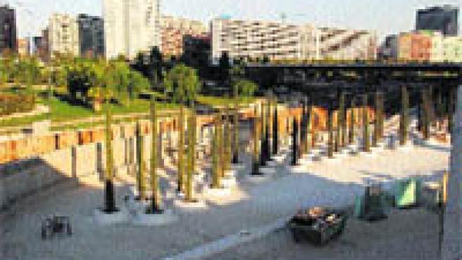 Las obras para levantar el murete en torno a la Ciudad de las Artes y las Ciencias ya están en marcha (Begoña Gómez).