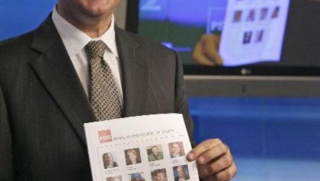 Caldera sujeta la lista de los 14 asesores (EFE)