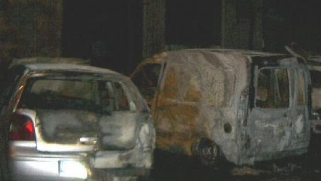 Coches quemados en la calle Jalance