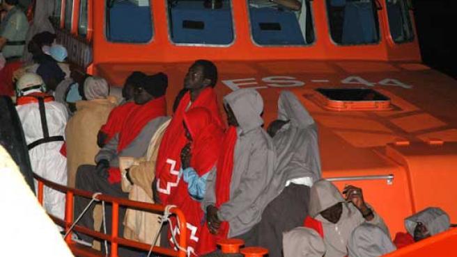 Imagen de un grupo de inmigrantes interceptado en Gran Canaria.