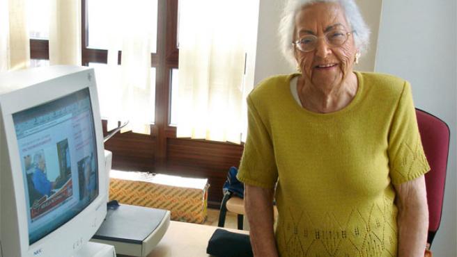 La bloguera gallega María Amelia, de 95 años. Foto: www.quepasanacosta.com