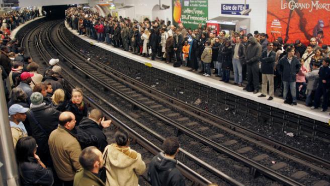 El metro de París, este jueves. (AP Photo/Remy de la Mauviniere)
