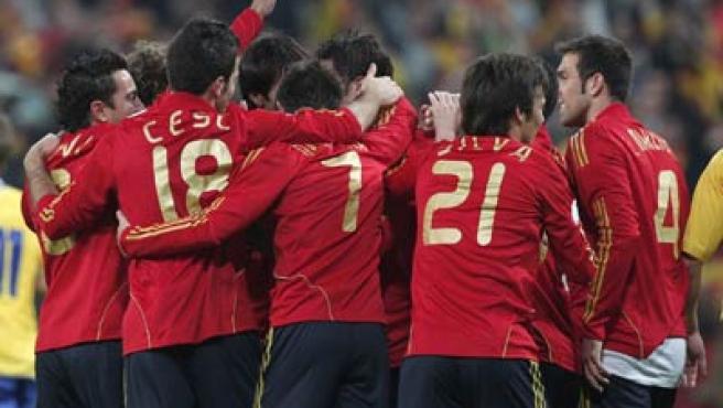 Los jugadores de la selección española celebran uno de los goles marcados este sábado ante Suecia. EFE