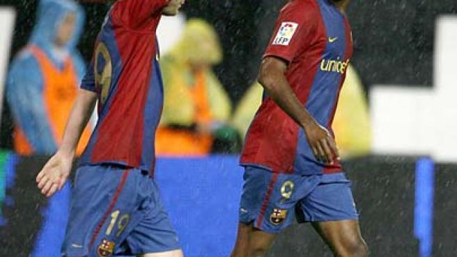 Eto'o en una imagen de archivo junto a Messi (Archivo).