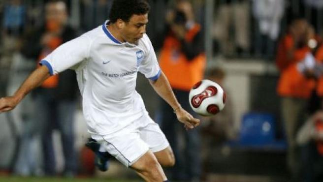 Ronaldo, durante el partido contra la pobreza 2007, disputado en Málaga.