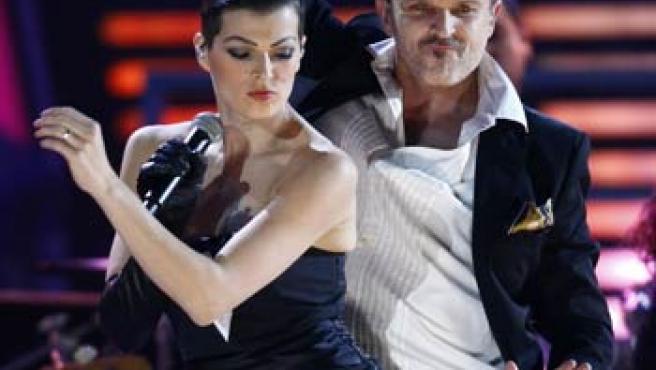 Miguel y Bimba Bosé, durante una actuación.