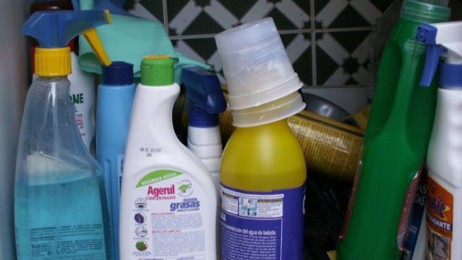 La inhalación de productos tóxicos también es la causa de enfermedades respiratorias en las amas de casa.