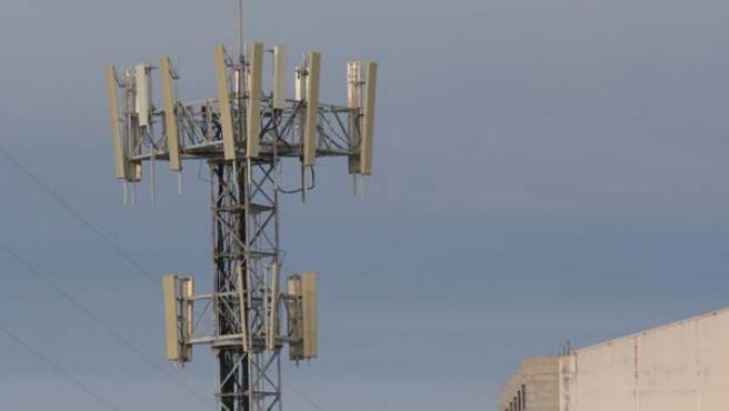 Centenares de dispositivos como éste coronan ya el cielo de una gran parte de las ciudades contemporáneas. JOSÉ GARCÍA