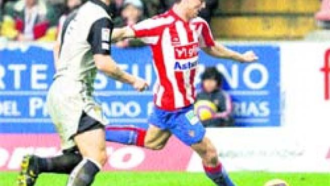 El Sporting superó al Cádiz después de un tenso partido, que terminó con bronca entre algunos jugadores. (Mercedes Menéndez).