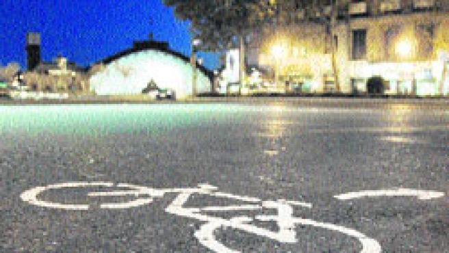 Bicicletas pintadas en el suelo. (Jorge París)