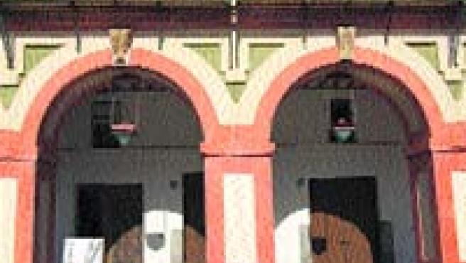 Muchos portales de La Corredera siguen vacíos y en mal estado. (A. H.)