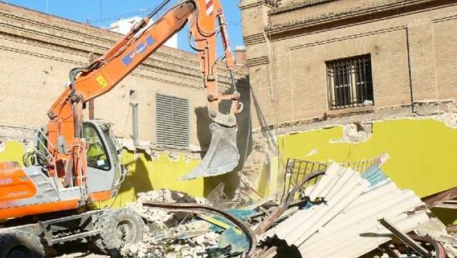 Las máquinas han empezado las demoliciones en Tabacalera