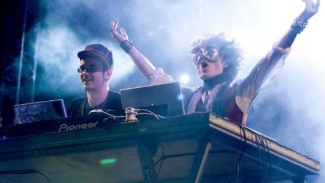 Los britanicos DJ Blam & Kahn durante su actuación. José Carlos Guerra / EFE