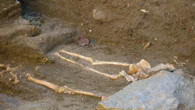 Restos fósiles encontrados en la necrópolis medieval de Buitrago de Lozoya