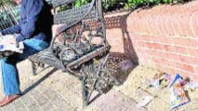 La suciedad se acumula en el parque de Don Otilio en Los Remedios.