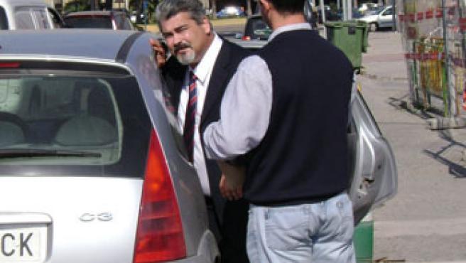 Yahya saliendo de la Jefatura de Policía de Melilla.(FOTO: www.yahyayahya.com)