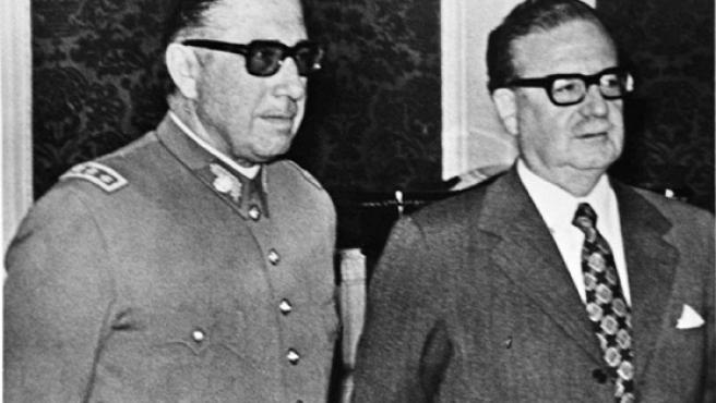 Pinochet junto a Salvador Allende, en una imagen de archivo.