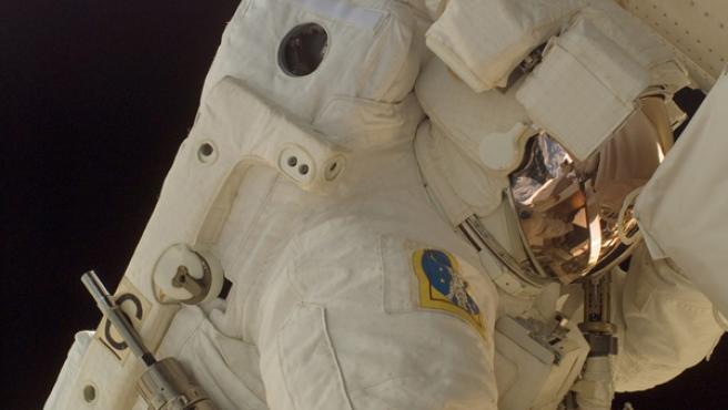 Un astronauta durante un paseo espacial.