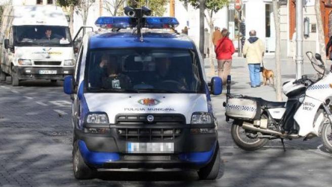 El multamóvil en pruebas por la acera de Recoletos de Valladolid.