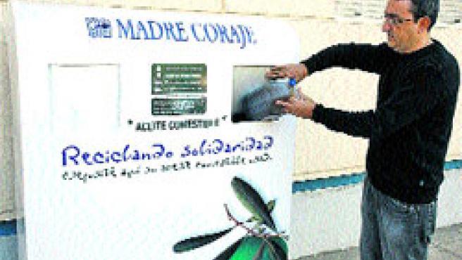 Madre Coraje ha instalado 12 contenedores en la capital. (M. M)