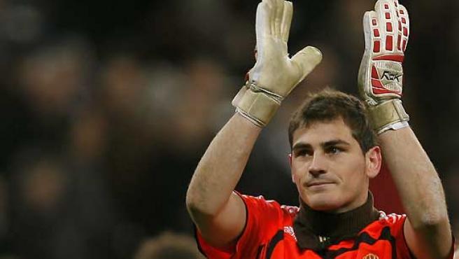 Iker Casillas, en el partido entre el Real Madrid y el Lazio. (Sergio Pérez / Reuters).