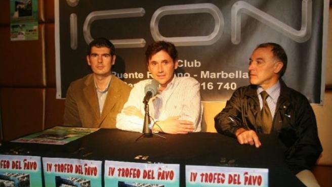 Presentación de la carrera en la que participaron el Concejal de Deportes, Ángel Mora, y el presidente del Club Ciclismo, Ángel Jiménez.