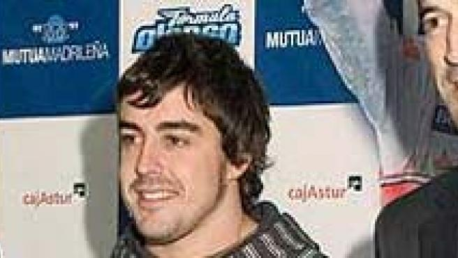 Directivos de la Mutua Madrileña, con Fernando Alonso. Archivo.