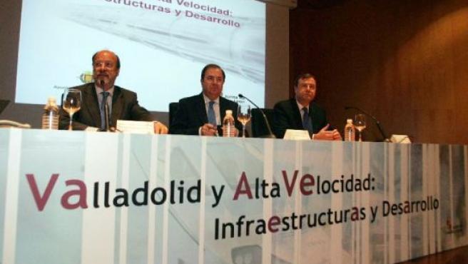 Javier León de la Riva, Juan Vicente Herrera y Antonio Silván, durante las jorndas Valladolid y Alta Velocidad.