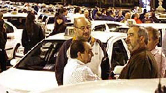 Los taxistas exigen una mayor subida de las tarifas