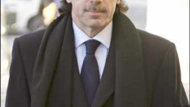 El ex presidente del gobierno pasea por las calles de Madrid.