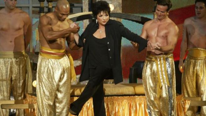 Liza Minelli, sobre el escenario, en una foto de archivo.