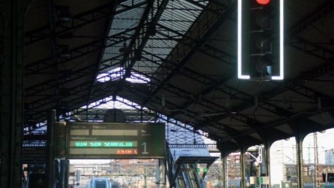 Nueva señalización del AVE en la estación de Valladolid.