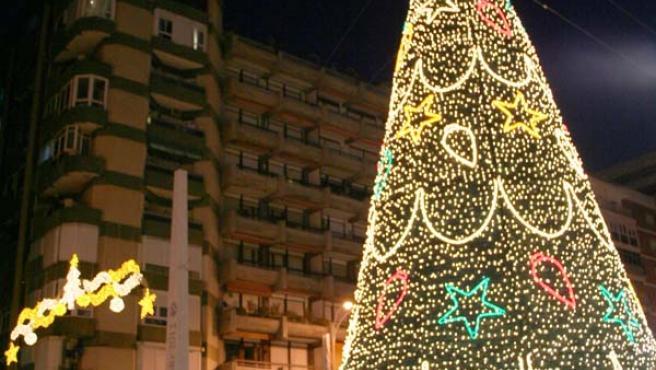 En torno a esta Glorieta Ingeniero La Cierva se celebran algunos de los cotillones más sonados en la capital gaditana. JOSÉ GARCÍA