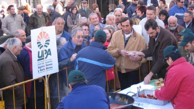 Concentración festiva convocada por UPA en la Plaza de San Esteban