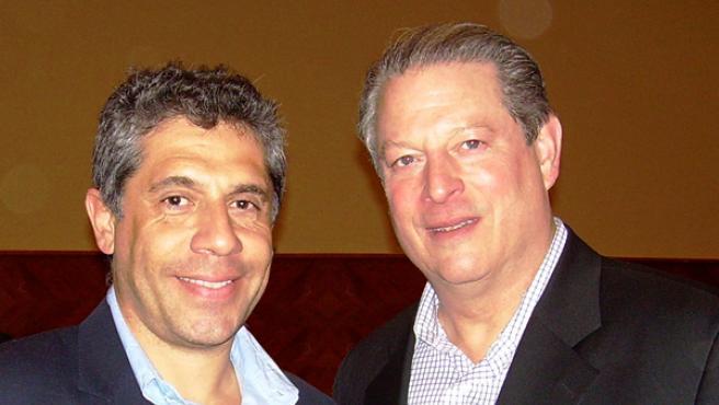 El conferenciante, Pancho Campo, junto al Nobel de la Paz, Al Gore.
